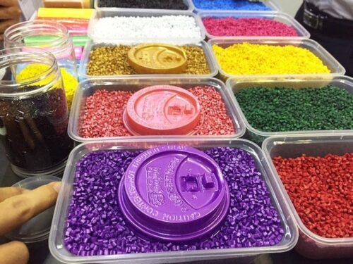 Bộ Công Thương đề nghị Philippines đưa Việt Nam ra khỏi danh sách điều tra áp dụng biện pháp tự vệ đối với hạt nhựa với các sản phẩm hạt nhựa nhập khẩu.