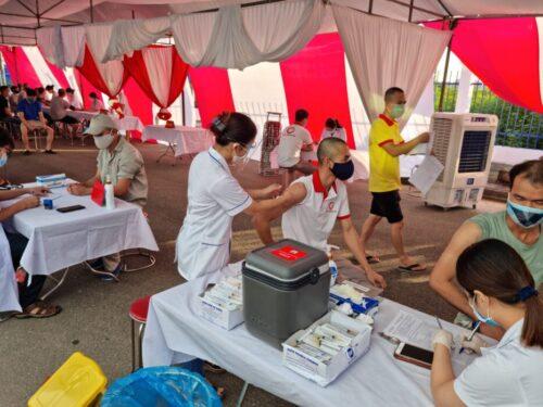 Công nhân viên Đại Á được tiêm vắc-xin phòng Covid-19